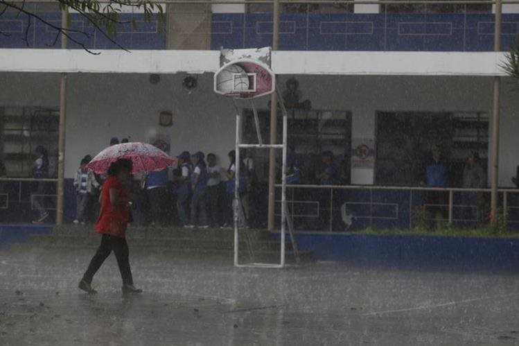Las lluvias Tormenta Adrián se debilitó a depresión tropical. (Foto Prensa Libre: Hemeroteca)