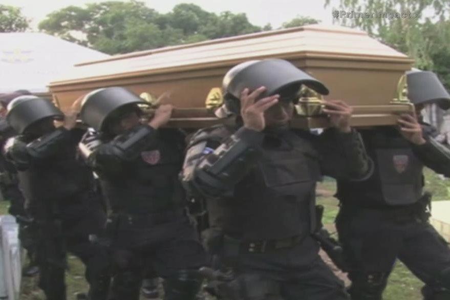 Ser policía en El Salvador se ha convertido en un riesgo. En 2015 34 de ellos han sido asesinados por supuestos pandilleros; la mayoría de los agentes fueron ejecutados cuando estaban de descanso. (Foto: YouTube).