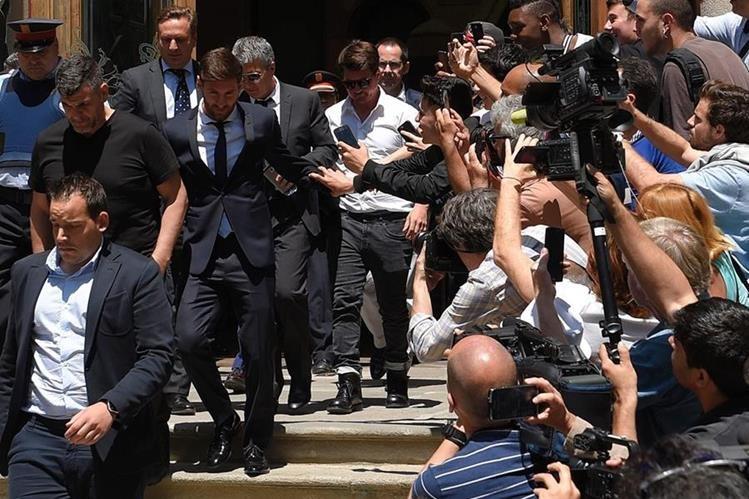 Lionel Messi vive uno de los momentos más amargos de su vida. (Foto Prensa Libre: AFP)