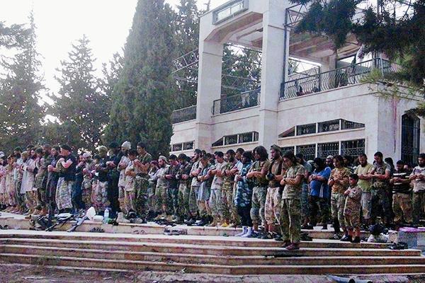 Yihadistas ocupan una ciudad siria tras cruentos combates.