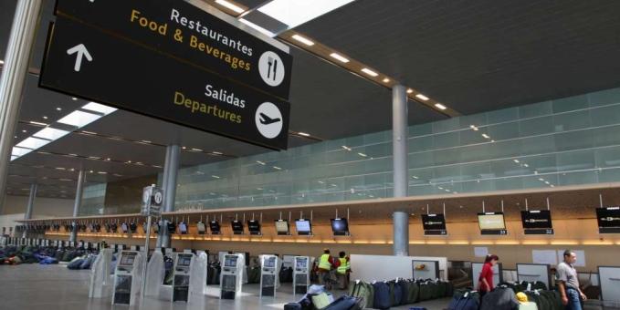 <em>Los arrestos y la incautación de US$1 millón 080 mil 297 se produjeron en el aeropuerto internacional El Dorado de Bogotá. (Foto Prensa Libre: Internet).</em>