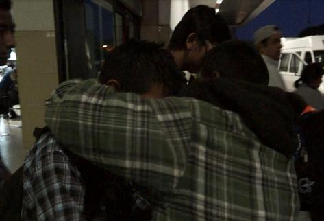 Los  menores deportados desde México ayer salieron del aeropuerto La Aurora y después fueron trasladados a un albergue provisional, en la zona 1.