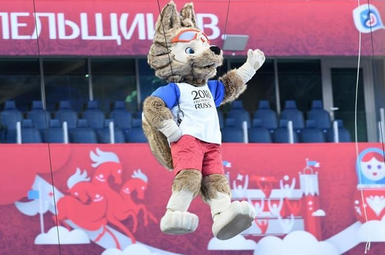 Zabivaka, the official Mascot for the 2018 FIFA World Cup Russia, takes part in the opening ceremony of the 2017 Confederations Cup football tournament at the Krestovsky Stadium in Saint-Petersburg on June 17, 2017. / AFP PHOTO / Kirill KUDRYAVTSEV