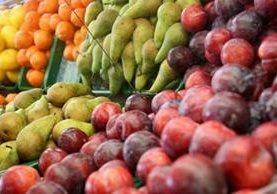 Siempre nos dijeron que comer fruta era sano pero ahora hay mucha confusión por su contenido de azúcar. (Getty Images)
