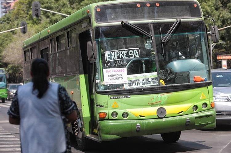 MEX01. CIUDAD DE MÉXICO (MÉXICO), 05/04/2016.- Vista de un autobús hoy, martes 05 de abril de 2016, de la red de transporte público (RTP) dan servicio gratuito a partir de hoy y hasta el próximo 30 de junio, forman parte de las acciones que tomará el gobierno de la Ciudad de México ante el endurecimiento del programa Hoy No Circula, para mejorar la calidad del aire. Buena parte del Valle de México despertó hoy con una calidad del aire entre mala y regular el día en que arrancó la restricción de la circulación de los vehículos privados al menos un día de la semana durante tres meses, con el fin de reducir la polución. EFE/Sáshenka Gutiérrez