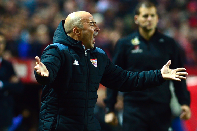 Jorge Sampaoli ha logrado mantener al Sevilla en la pelea por la liga española. (Foto Prensa Libre: AFP)