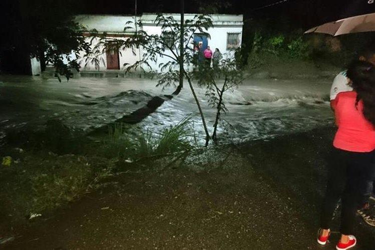Varias casas resultaron con daños debido a las lluvias, en Sanarate, El Progreso. (Foto Prensa Libre: Hugo Oliva)
