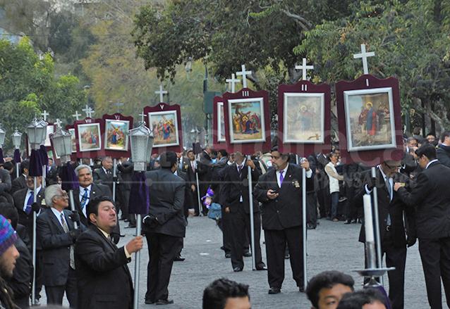 Los pasos del víacrucis son muy comunes en todas las procesiones de cuaresma. (Foto: Néstor Galicia)