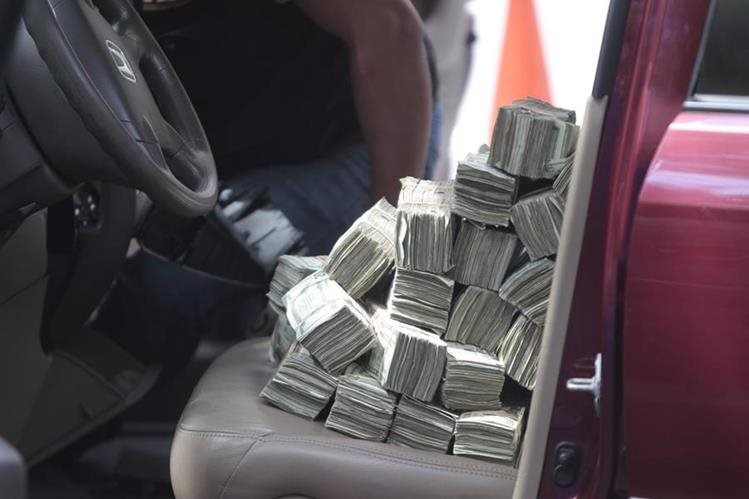 Colombiano fue detenido al intentar sacar $24 mil 960 sin declarar. (Foto Prensa Libre: Archivo)