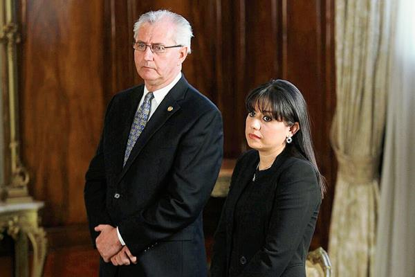 José Miguel De la Vega y Paola Alejandra Ovalle, fueron juramentados por el presidente. (Foto Prensa Libre: Geovanni Contreras)