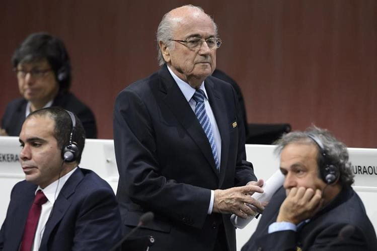 La Fifa dirigida por Blatter ha estado en el ojo del huracán por sus escándalos de corrupción (Foto Prensa Libre: Hemeroteca PL)