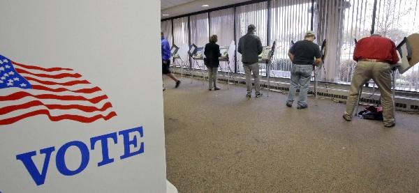 Estadounidenses votan anticipados para la Elección en Salt Lake City. (Foto Prensa Libre:AP).