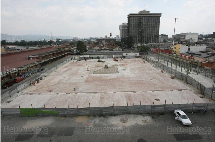 Trabajos de remodelación de la Plaza Barrios donde se ubicaría una estación del Transmetro. (Foto: Hemeroteca PL).
