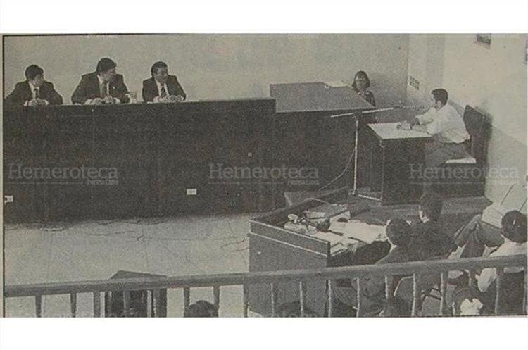 Testigos son llamados a declarar durante el juicio en contra de Ortega del Cid. 30/03/1996. (Foto: Hemeroteca PL)
