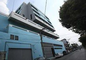 Sede de Corporación de Noticias, S.A. en la zona 1 capitalina. Foto Prensa Libre: Carlos Hernández.