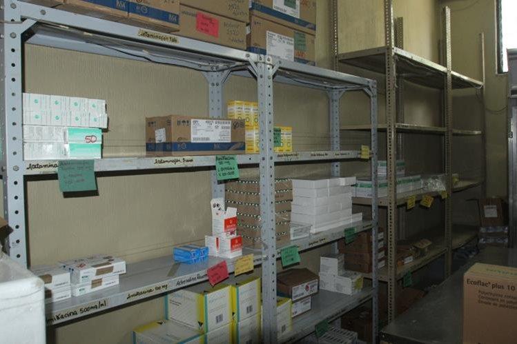 Bodega del Hospital Nacional de Antigua Guatemala tienen pocos medicamentos a causa de la escasez. (Foto Prensa Libre: Miguel López)