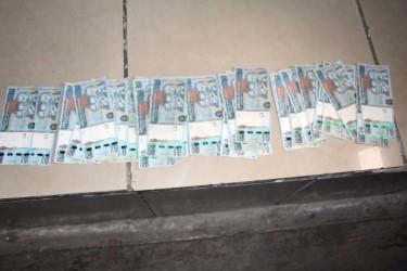 La policía incauta billetes falsos de Q200, en San Sur, Palencia.( Foto Prensa Libre: PNC)