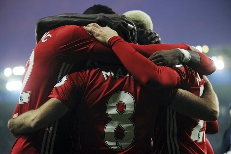 Los jugadores del United celebran el triunfo. (Foto Prensa Libre: AP)