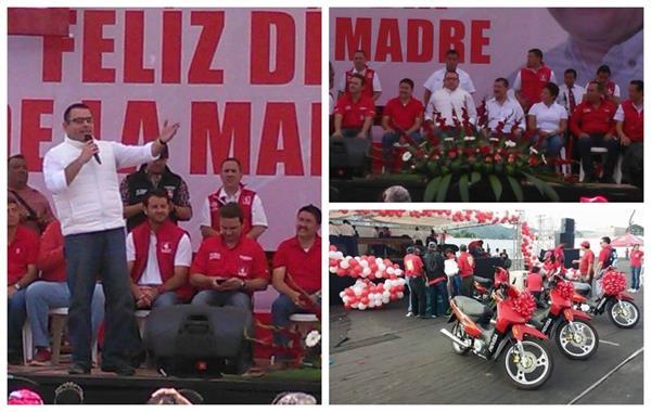 El presidenciable de Líder Manuel Baldizón ofrece un discurso en el estadio municipal de Santa Catarina Pinula el pasado 10 de mayo. (Foto Prensa Libre: Cortesía)