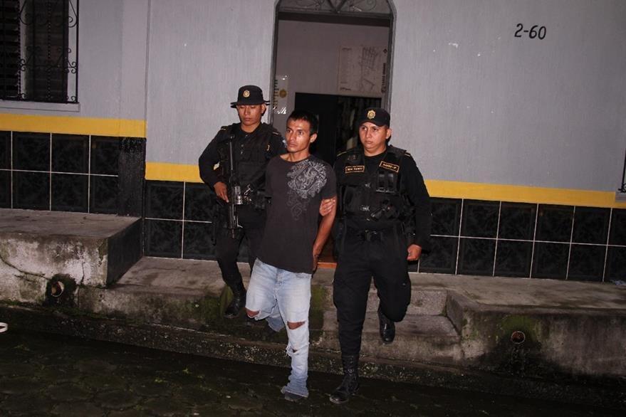 Víctor Antonio de León Ramírez, 23, alias el Rambo, es aprehendido en Zunilito, Suchitepéquez. (Foto Prensa Libre: PNC)