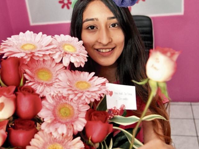 Melani García, también trabaja en el negocio familiar. (Foto Prensa Libre:  A. Interiano)