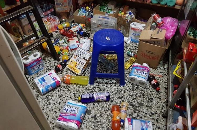 Mercadería se cayó en tiendas de San Marcos.