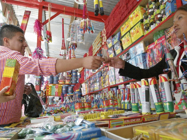 Las ventas de pirotecnia serán supervisadas para evitar accidentes y los Bomberos Municipales estarán a cargo de capacitar a los vendedores de la capital en la manipulación de esos productos.