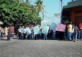 Vecinos de Génova, Quetzaltenango se manifiestan en contra de la construcción de una planta de tratamiento. (Foto Prensa Libre: Alexander Coyoy)