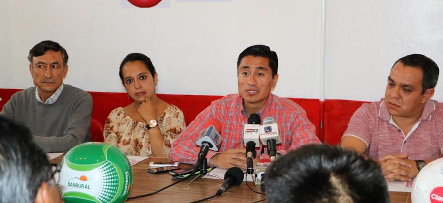 La antigua junta directiva de Xelajú MC que estuvo más de un año al frente del club. (Foto Prensa Libre: Cortesía).