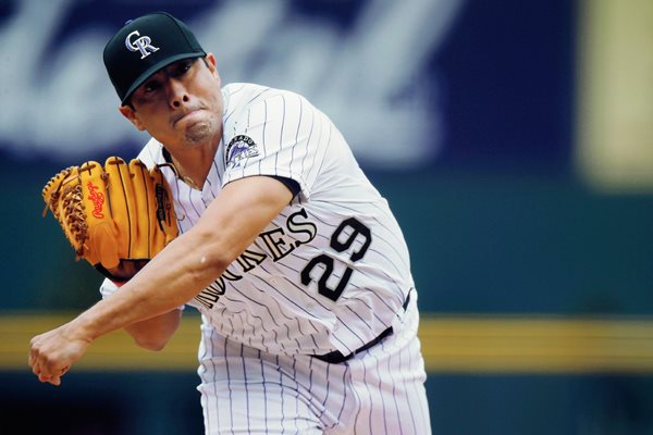 Jorge de la Rosa de México es uno de los mejores peloteros de la MLB, el mexicano es pieza clave en la novena de los Rockies de Colorado. (Foto Prensa Libre: AP )