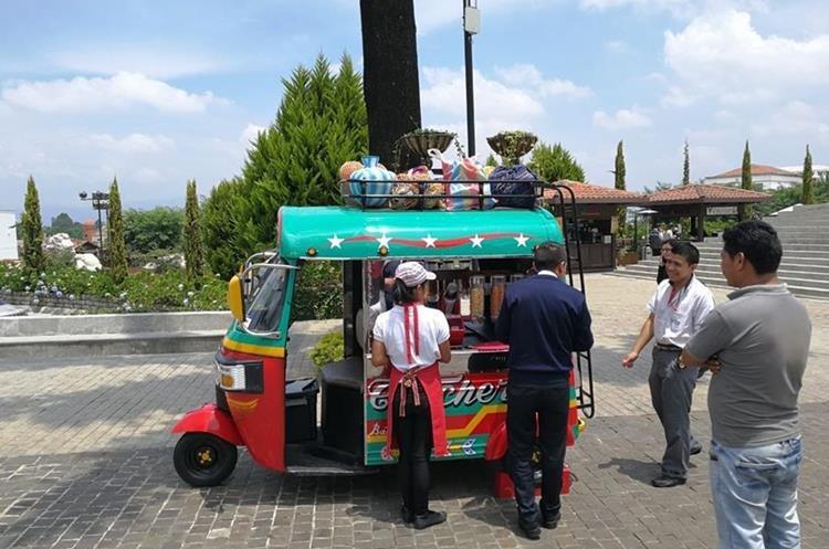 El proyecto ha tenido buena aceptación entre las personas que asisten a paseo Cayalá.(Foto Prensa Libre: Yanira Alvizurez)