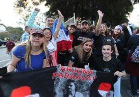 Miles de personas esperan el inicio del concierto de Arjona.