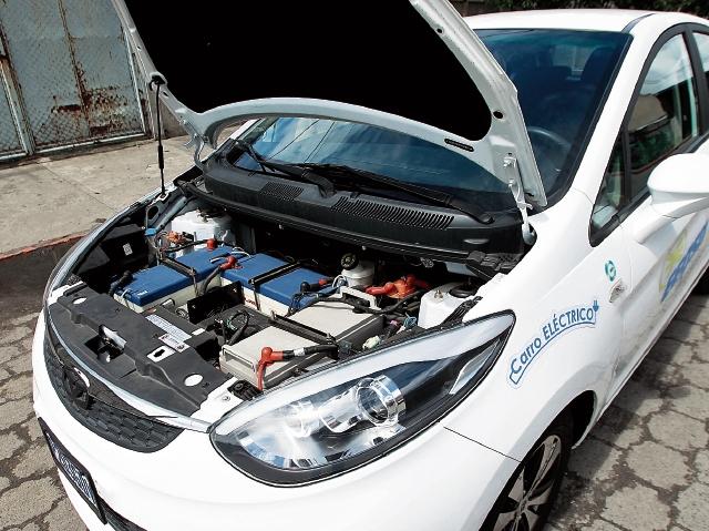 La tecnología de los autos eléctricos permite que los usuarios utilicen la energía eléctrica con el fin de hacer más eficiente su uso. (Foto Prensa Libre: Álvaro Interiano)