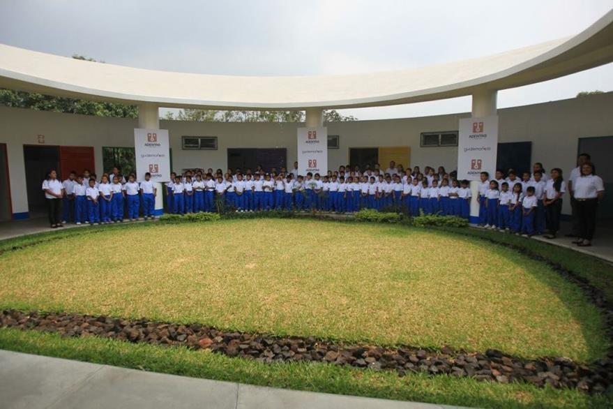 Varios niños serán beneficiados con los servicios que ofrecerán la segunda escuela de Ricardo Arjona.  (Foto Prensa Libre: Esbin García)