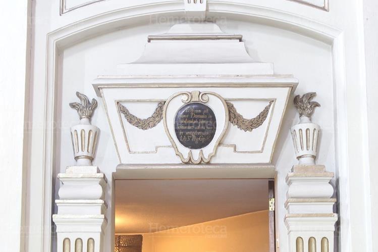 Puerta donde se presume que descansan los restos del constructor de la Basílica de Santo Domingo. (Foto: Hemeroteca PL)