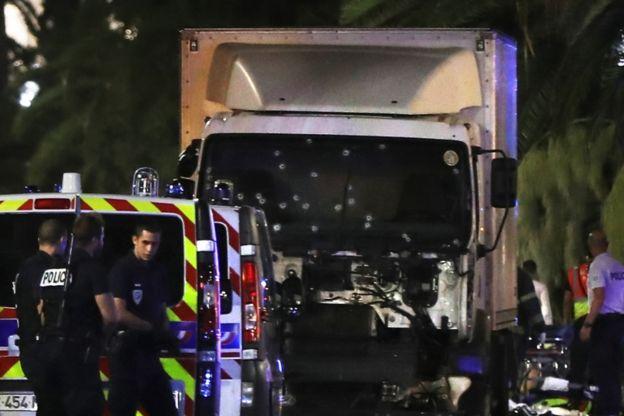 El atropello masivo, como el de Niza, se ha convertido en el nuevo modus operandi de Estado Islámico en occidente. AFP