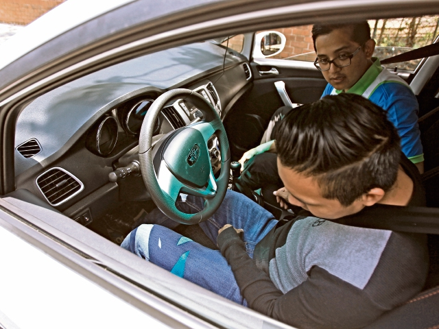 Empresas que   importan vehículos eléctricos aseguran que esos automotores son más eficientes.