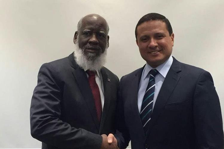 El canciller de Guatemala Carlos Raúl Morales junto a su homólogo beliceño Wilfred Elrington, en Estambul, Turquía. (Foto Prensa Libre: Minex)