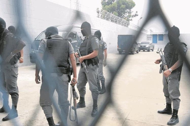 El Sistema Penitenciario traslada a reos de la pandilla Barrio 18 como medida de seguridad. (Foto Prensa Libre: Hemeroteca PL)
