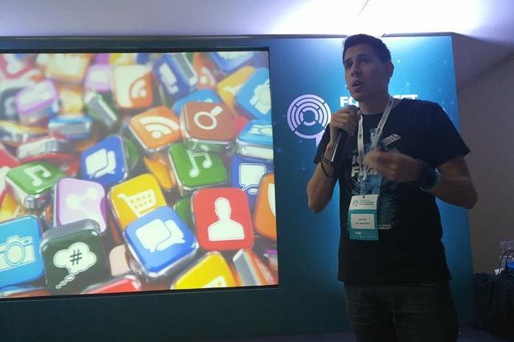 Paus recomienda ser cautos con las aplicaciones que deseamos instalar en nuestros dispositivos móviles, para evitar que resulten infectados o tener sistema de seguridad móvil. (Foto Prensa Libre: Brenda Martínez)