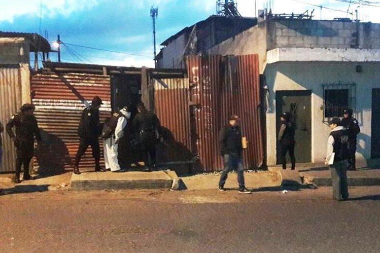 Operativos contra las extorsiones en varios municipios de la capital. (Foto Prensa Libre: PNC)