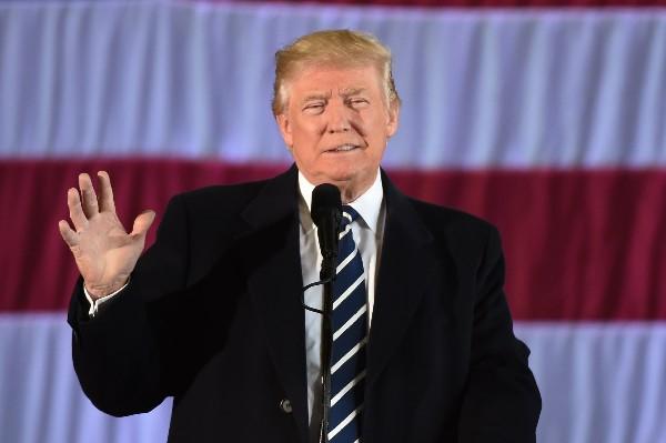 Donald Trump ha rechazado las denuncias de que la injerencia rusa le dio la victoria. (AP).