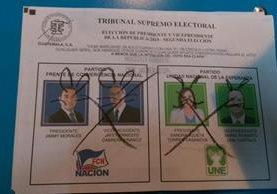 Algunas boletas fueron anulados por mensajes escritos en las imágenes de los candidatos. (Foto Prensa Libre: Hemeroteca PL)