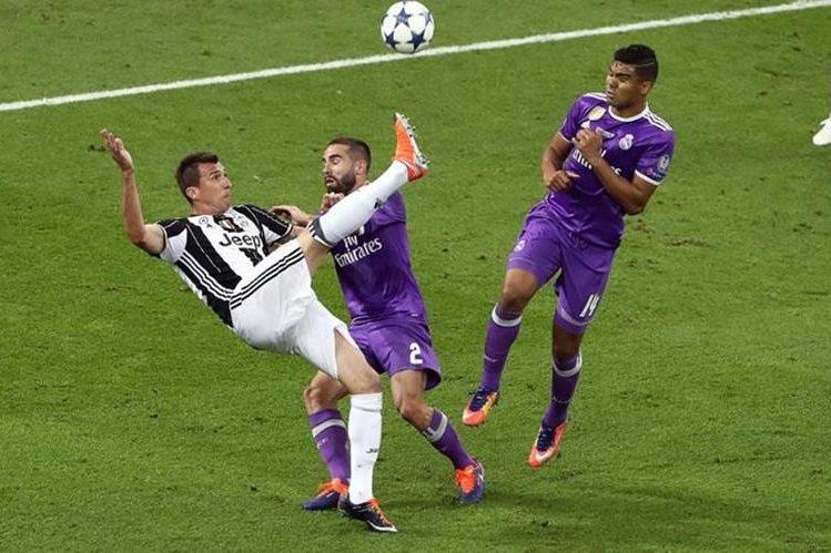 La anotación Mandzukic no solo hizo soñar a los aficionados de la Juventus en la final, también deslumbró a todos los amantes del futbol. (Foto Prensa Libre: Hemeroteca PL)