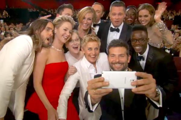 """<p>""""Selfi"""", palabra del año para la Fundéu BBVA</p>"""