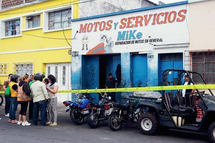 El adolescente de 17 años murió en un taller de motos donde laboraba.( Foto Prensa Libre: Álvaro Interiano)