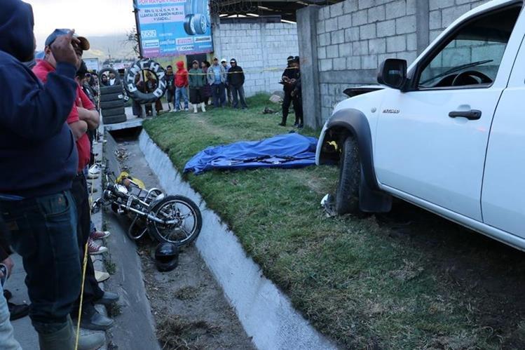 Lugar donde se registró el accidente en la ruta Interamericana. (Foto Prensa Libre: Víctor Chamalé).