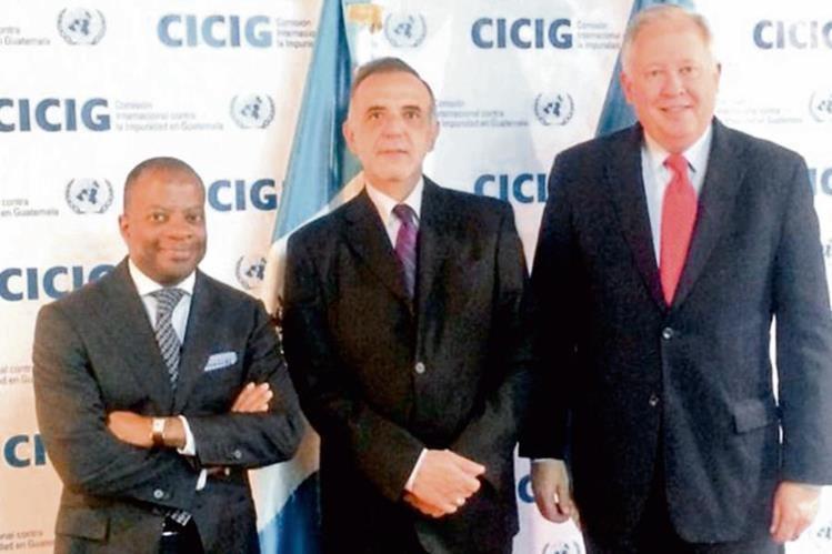 El embajador Todd Robinson; el jefe de la Cicig, Iván Velásquez, y el consejero del Departamento de Estado, Thomas Shannon.
