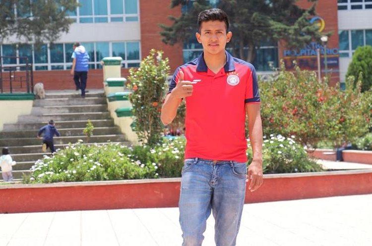 El jugador estudia el sexto semestre de Auditoria en el Centro Universitario de Occidente. (Foto Prensa Libre: Raul Juárez).