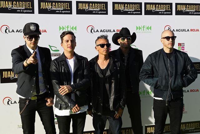 El grupo mexicano de rock Kinky, en la alfombra roja previo al homenaje. (Foto Prensa Libre: EFE).